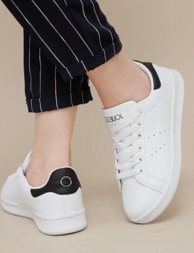 Sneakers à détailles noires